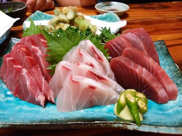 14日 八丈島 夕食 島で捕れた魚の刺身