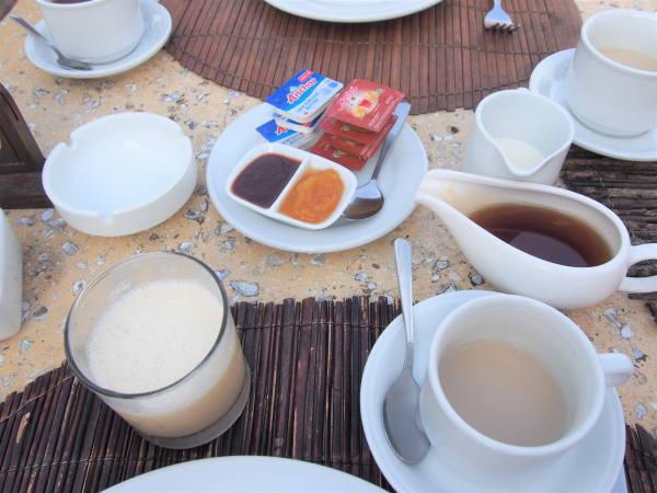 11/27朝 紅茶とバナナジュース