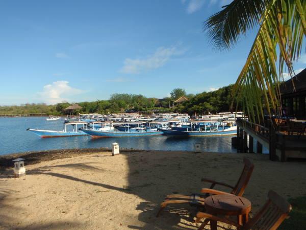 ホテルのすぐ隣にボート乗り場