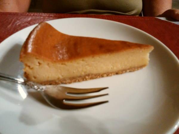 13日 八丈島 夕食の料理 デザートのチーズケーキ