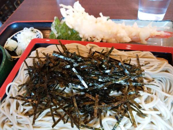 15日 八丈島 昼食 明日葉入り天ぷらざるそば