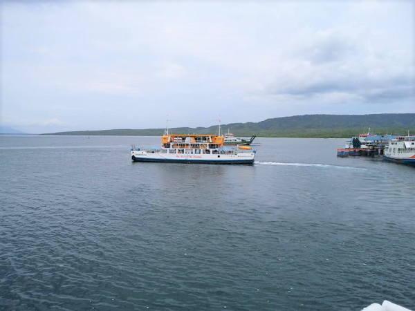 1130ギリマヌクの港 カーフェリー02