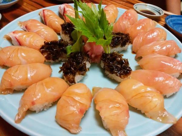 14日 八丈島 夕食 お待ちかねの島寿司
