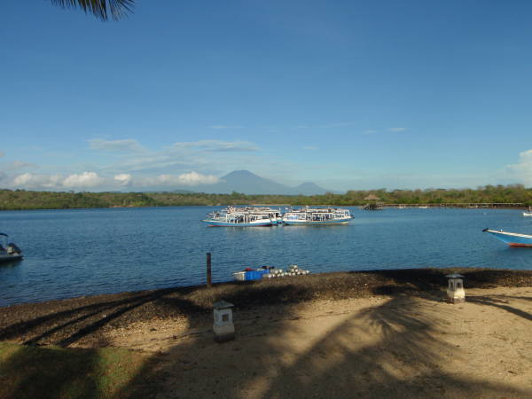 レストランからジャワ島が見える