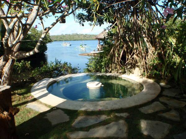 プール横の温泉